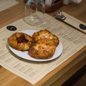Danish cu somon : Rosii confiate
