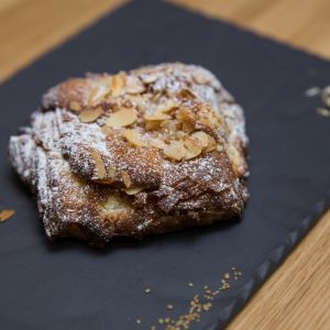 3-pain-au-chocolat-cu-migdale