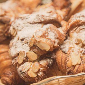 4-croissant-cu-migdale